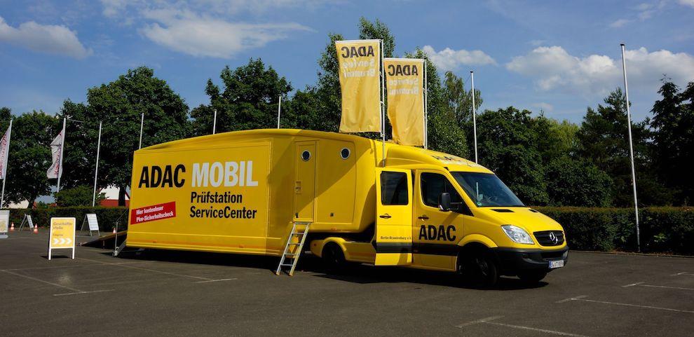 Der ADAC mit Prüf- und Servicemobil im Havelpark
