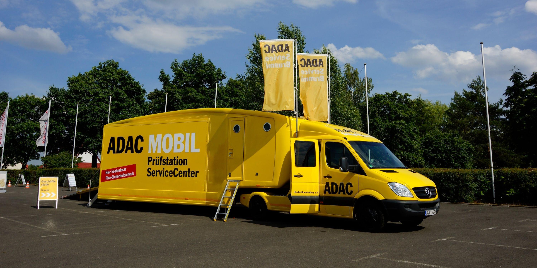 Das ADAC MOBIL mit Prüfstation im HavelPark Dallgow